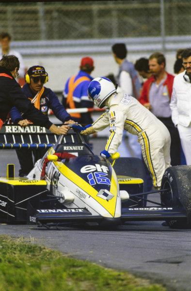 Derek Warwick pushing his Renault RE60B.