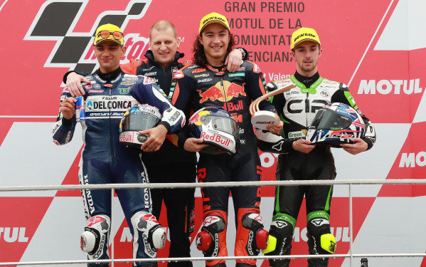 Podium: race winner Can Oncu, Red Bull KTM Ajo, second place Jorge Martin, Del Conca Gresini Racing, third place John McPhee, CIP Green Power, Aki Ajo, Ajo Motorsport Team Principal.