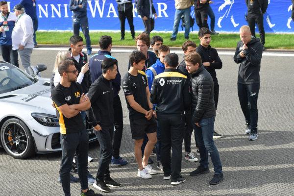 Mia Sharizman Renault Sport Academy Director, talks to Nyck De Vries (NLD, ART GRAND PRIX), with Louis Deletraz (CHE, CARLIN), Jack Aitken, Renault R.S. 19, Guanyu Zhou (CHN, UNI VIRTUOSI) and Luca Ghiotto (ITA, UNI VIRTUOSI). Esteban Ocon, Mercedes AMG F1, talks to Alexa Quintin, Head of Media and Communications for FIA F2 and F3
