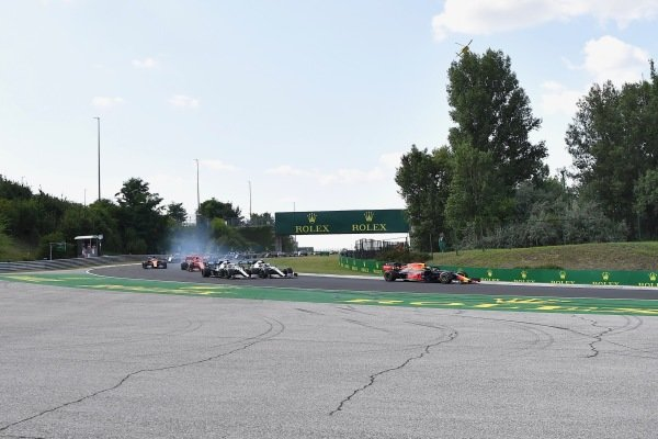 Max Verstappen, Red Bull Racing RB15, leads Lewis Hamilton, Mercedes AMG F1 W10, Valtteri Bottas, Mercedes AMG W10, Charles Leclerc, Ferrari SF90, and the rest of the field at the start