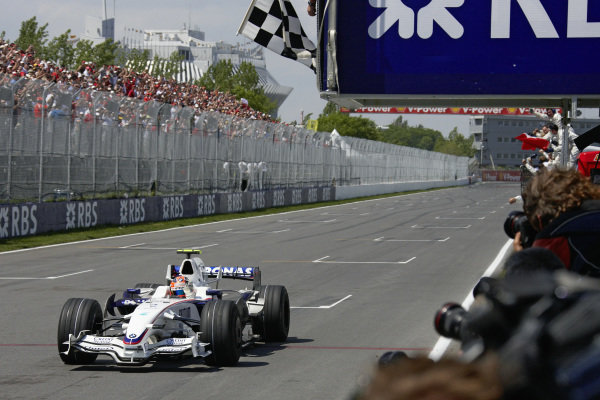 Robert Kubica, BMW Sauber F1.08 takes the chequered flag for victory.