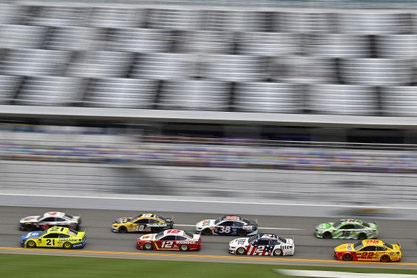 #21: Paul Menard, Wood Brothers Racing, Ford Mustang Menards / Dutch Boy and #12: Ryan Blaney, Team Penske, Ford Mustang BodyArmor