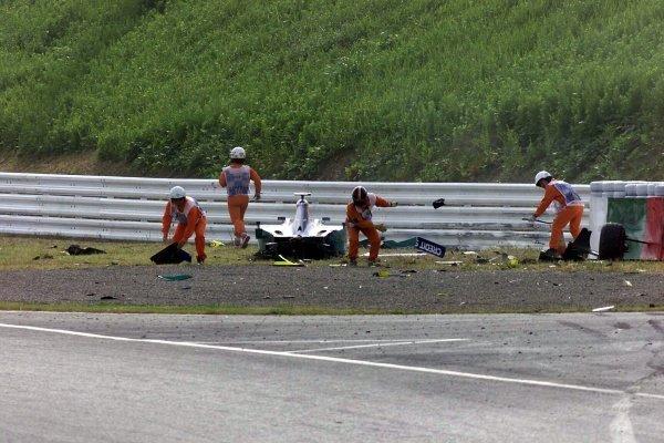 The wreckage of Kimi Raikkonen (FIN) Sauber Petronas C20 Japanese Grand Prix, Suzuka 14 October 2001. DIGITAL IMAGE