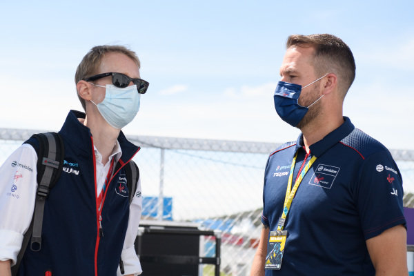 Sylvain Filippi, Managing Director, Envision Virgin Racing, with a member of the team