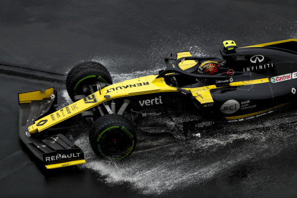 Nico Hulkenberg, Renault R.S. 19 crashes out of the race