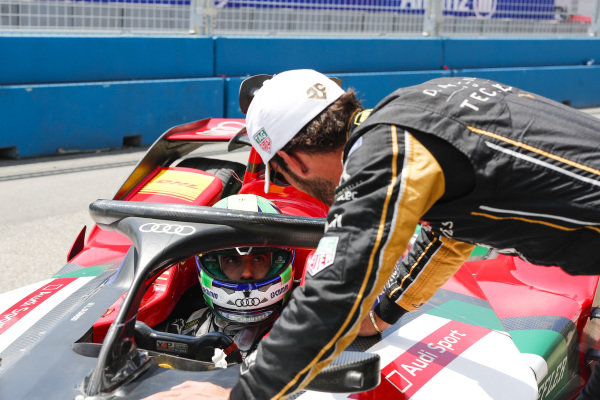 Jean-Eric Vergne (FRA), DS TECHEETAH, talks to Lucas Di Grassi (BRA), Audi Sport ABT Schaeffler, Audi e-tron FE05 after qualifying