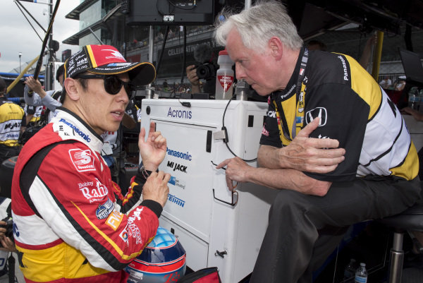Takuma Sato, Rahal Letterman Lanigan Racing Honda, talks to Eddie Jones