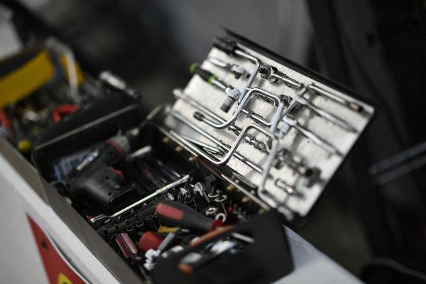 Tony Kanaan, A.J. Foyt Enterprises Chevrolet tools