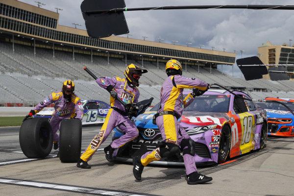 Kyle Busch, Joe Gibbs Racing Toyota M&M's Fudge Brownie, pits, Copyright: Chris Graythen/Getty Images.