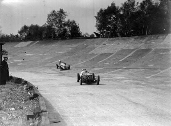 A Riley leads Reggie Tongue, Maserati.