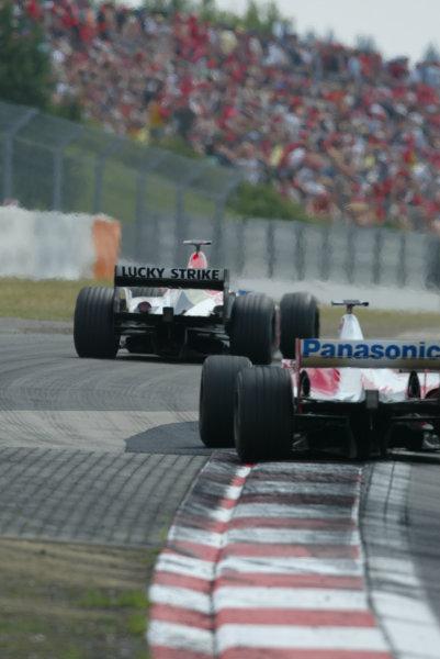 2003 European Grand Prix - Sunday RaceNurburgring, Germany.29th June 2003.Jacques Villeneuve, BAR Honda 005, leads a Toyota.World Copyright LAT Photographic.Digital Image Only.