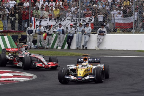 2007 French Grand Prix - Sunday RaceCircuit de Nevers Magny Cours, Nevers, France.1st July 2007.Giancarlo Fisichella, Renault R27, 6th position, leads Fernando Alonso, McLaren MP4-22 Mercedes, 7th position. Action. World Copyright: Andrew Ferraro/LAT Photographicref: Digital Image VY9E3408