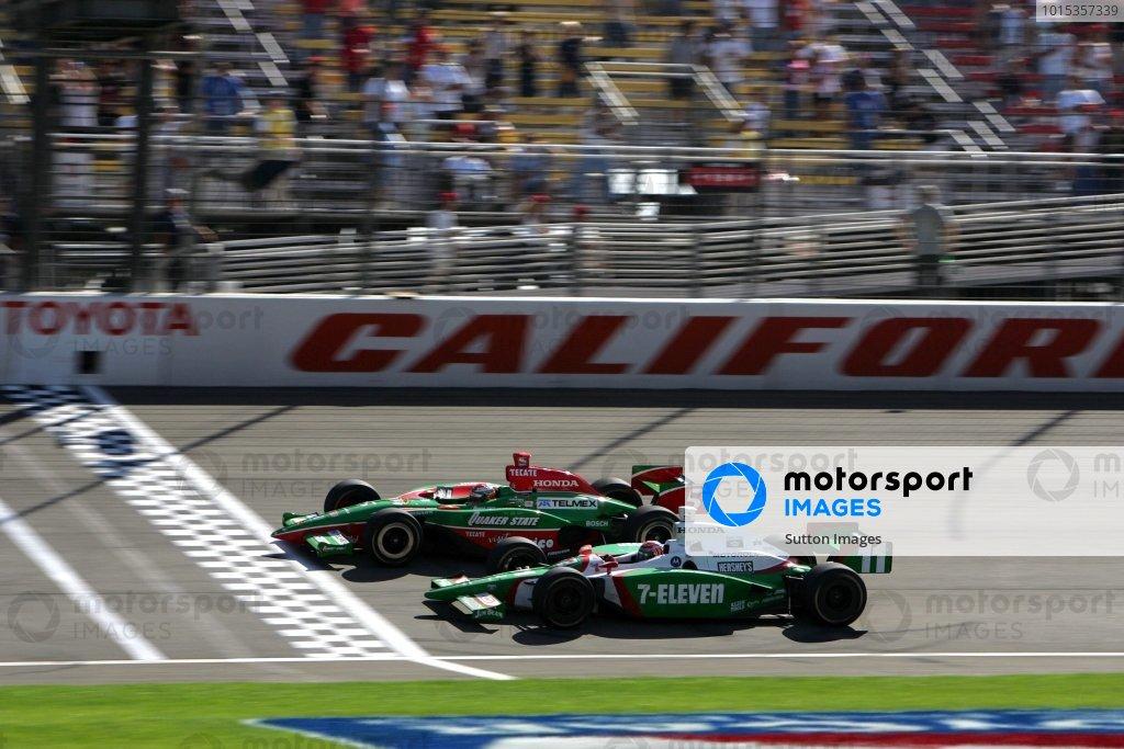 Adrian Fernandez (MEX), Fernandez Racing G Force Honda, beats Tony Kanaan (BRA), Andretti Green Racing Dallara Honda, to the finish by 0.0183 secs in the Toyota Indy 400. Kanaan took the IndyCar title.IRL IndyCar Series, Rd15, Toyota 400, California Speedway, Fontana, California, 1-3 October 2004.DIGITAL IMAGE