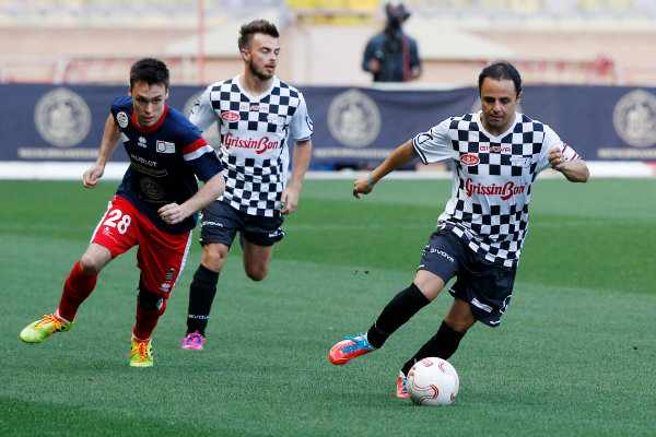 Monte Carlo, Monaco. Tuesday 19 May 2015. Felipe Massa, Williams F1, and Will Stevens, Manor F1, at the 22nd World Stars football match. World Copyright: Charles Coates/LAT Photographic. ref: Digital Image _N7T7259