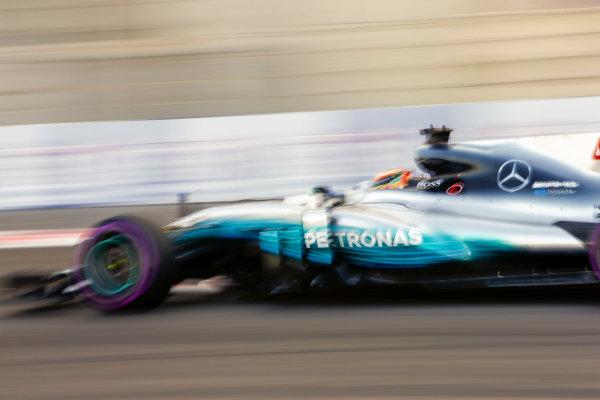 Yas Marina Circuit, Abu Dhabi, United Arab Emirates. Saturday 25 November 2017. Lewis Hamilton, Mercedes F1 W08 EQ Power+.  World Copyright: Andy Hone/LAT Images  ref: Digital Image _ONZ9797