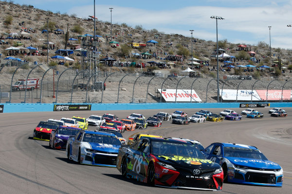 Monster Energy NASCAR Cup Series TicketGuardian 500 ISM Raceway, Phoenix, AZ USA Sunday 11 March 2018 Martin Truex Jr., Furniture Row Racing, Toyota Camry 5-hour ENERGY/Bass Pro Shops Kyle Larson, Chip Ganassi Racing, Chevrolet Camaro Credit One Bank World Copyright: Matthew T. Thacker NKP / LAT Images