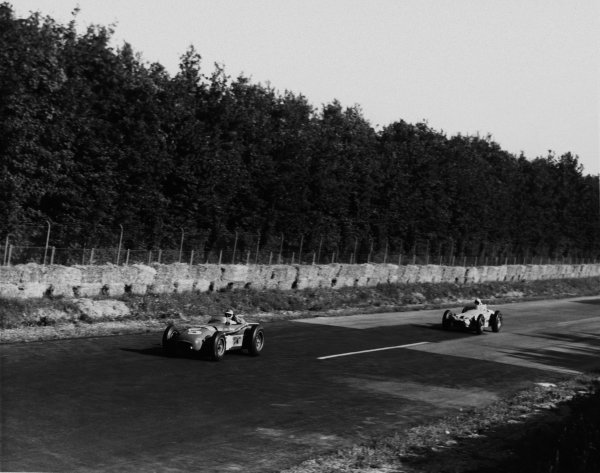Monza, Italy. 29th June 1958. Jim Rathmann, Zink Leader Card Spl., 1st position, leads Jimmy Bryan, Beloved A.P. Spl, 2nd position. The race was also known as Monzanapolis, action. World Copyright: LAT Photographic. Ref: Autocar Used Pic Pg 18, 4th July 1958.