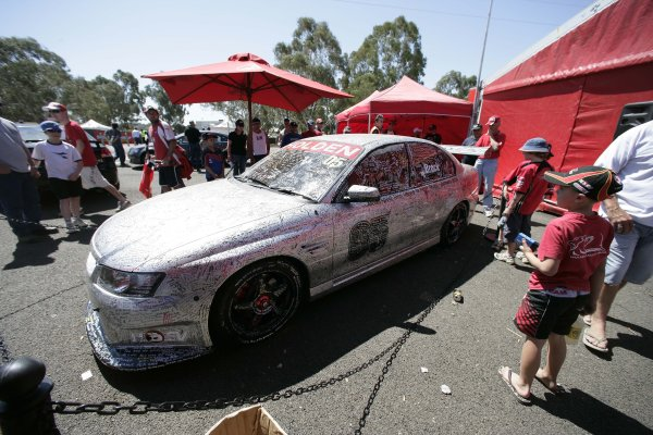 V8 Supercar Championship Round 9 Bathurst. V8 Supercar fans pay tribute to Peter Brock by signing a HSV Holden during the Supercheap Auto 1000 at Mt Panorama, Bathurst. Australia. October 5th - 8th, 2006. Mark Horsburgh