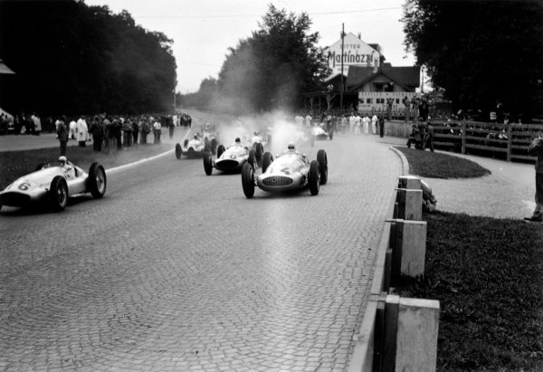 Bremgarten, Berne, Switzerland. 20th August 1939.Hermann Lang (#16 Mercedes-Benz W154), 1st position, leads at the start from Rudolf Caracciola (#14 Mercedes-Benz W154), 2nd position , action. World Copyright: LAT Photographic.Ref:  39CHRF