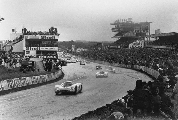 Le Mans, France. 28 - 29 September 1968 Gerhard Mitter/Vic Elford (Porsche 908), retired, leads at the start, action. World Copyright: LAT Photographic Ref:  L68 - 900 - 4.