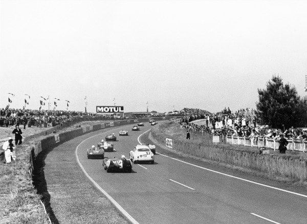 Le Mans, France. 21-22 June 1958.Start of the race, action.World Copyright: LAT Photographicref: B/W Print