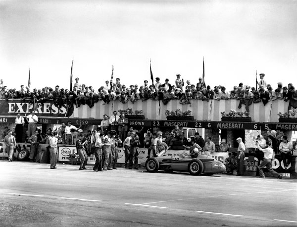 Silverstone, Great Britain. 19 July 1958.Jo Bonnier (Maserati 250F), 9th position, pulls into the pits, action.World Copyright: LAT PhotographicRef: C52952
