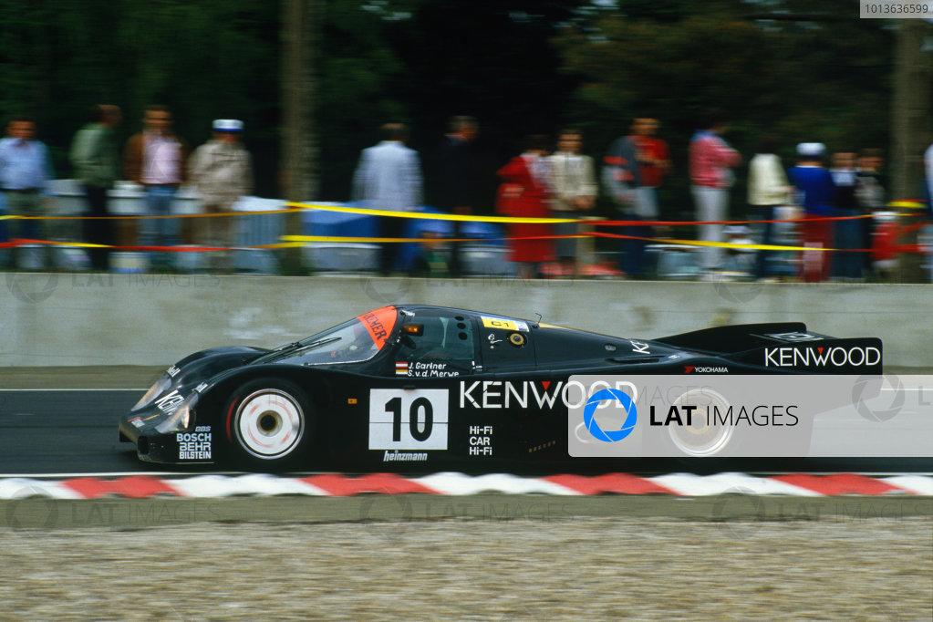 Le Mans, France. 31st May - 1st June 1986.Sarel van der Merwe/Jo Gartner/Kunimitsu Takahashi (Porsche 962C), retired, action. World Copyright: LAT Photographic.Ref:  86LM01.