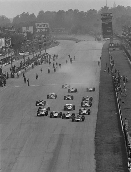 The start, Pole sitter Jochen Rindt(AUT) Lotus 49B gets away ahead of Jackie Stewart(GBR), Denny Hulme(NZL), and Piers Courage(GBR) Italian GP, Monza, 8 September 1969