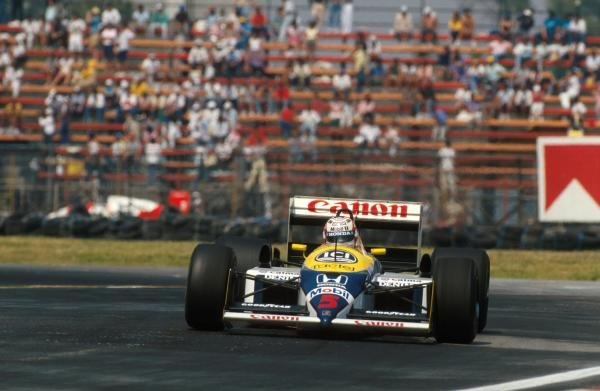 Winner Nigel Mansell (GBR) Willams FW11B.