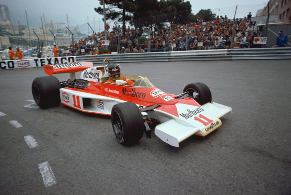 Monte Carlo, Monaco. 27th - 30th May 1976. James Hunt (McLaren M23-Ford), retired, action.  World Copyright: LAT Photographic.  Ref:  76 MON 44.