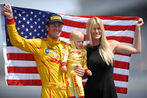 26 May, 2014, Indianapolis, Indiana, USA Winner Ryan Hunter-Reay, son Ryden and wife Beccy and the American Flag. ?2014, F. Peirce Williams LAT Photo USA