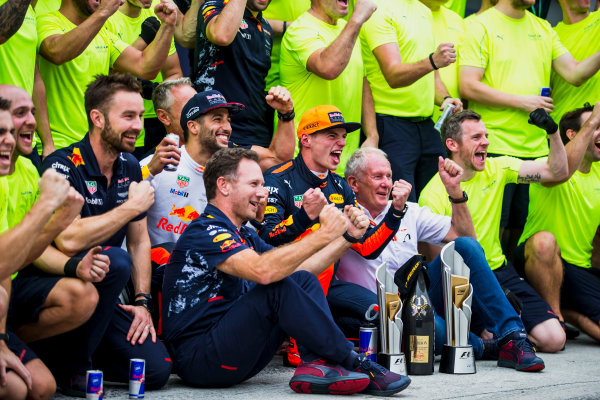 Sepang International Circuit, Sepang, Malaysia. Sunday 1 October 2017. Daniel Ricciardo, Red Bull Racing, 3rd Position, Helmut Markko, Consultant, Red Bull Racing, Max Verstappen, Red Bull, 1st Position, Christian Horner, Team Principal, Red Bull Racing, and the Red Bull Racing team celebrate. World Copyright: Glenn Dunbar/LAT Images  ref: Digital Image _X0W9275