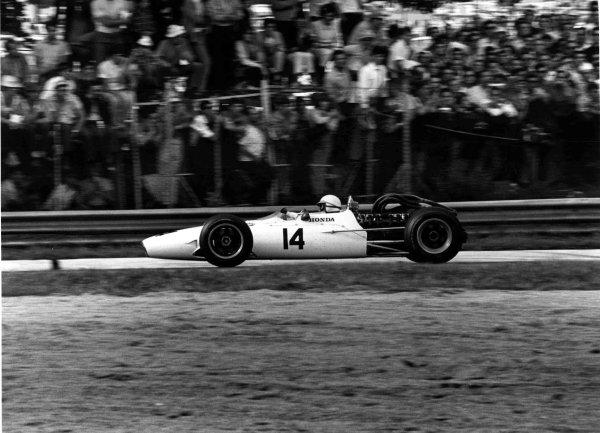 1967 Italian Grand Prix.Monza, Italy.8-10 September 1967.John Surtees (Honda RA300) 1st position.Ref-1727/21.World Copyright - LAT Photographic