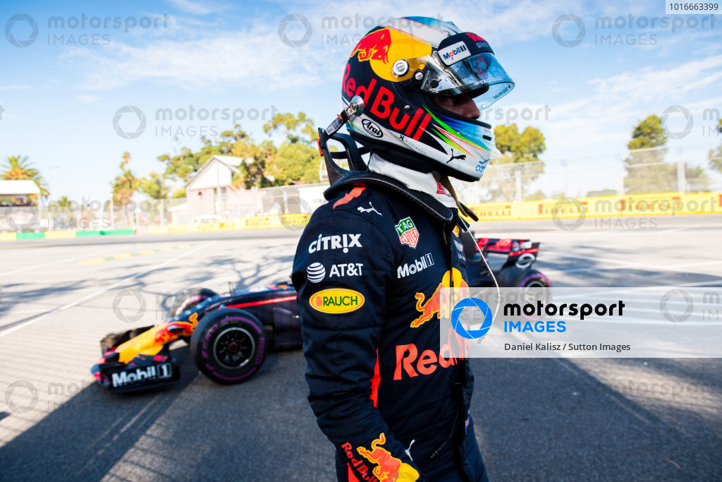 Daniel Ricciardo (AUS) Red Bull Racing RB13 retires from the race at Formula One World Championship, Rd1, Australian Grand Prix, Race, Albert Park, Melbourne, Australia, Sunday 26 March 2017.
