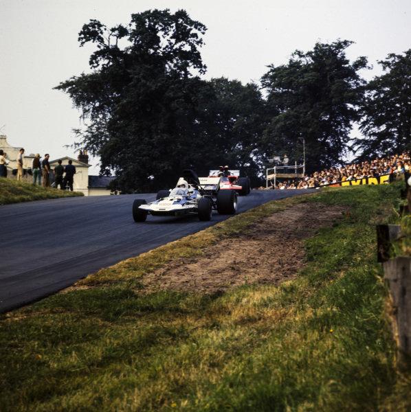 Mike Hailwood, Surtees TS8 Chevrolet, leads Frank Gardner, Lola T300 Chevrolet.