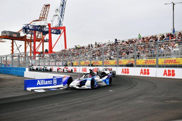 Jake Dennis (GBR), BMW I Andretti Motorsport, BMW iFE.21, leads Edoardo Mortara (CHE), Venturi Racing, Silver Arrow 02