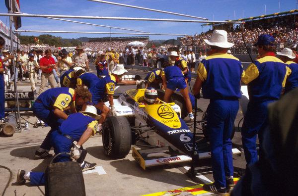 Adelaide, Australia.1-3 November 1985.Keke Rosberg (Williams FW10 Honda) takes a pitstop on the way to 1st position.Ref-85 AUS 23.World Copyright - LAT Photographic