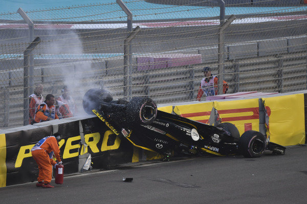 Nico Hulkenberg, Renault Sport F1 Team R.S. 18 crashed and rolled on lap one