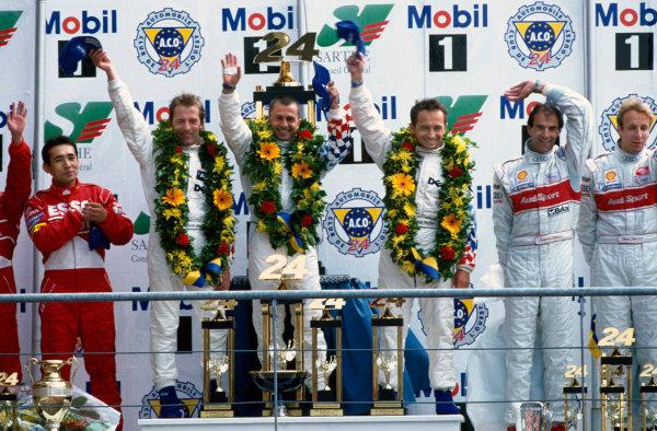 Le Mans, France. 12th - 13th June 1999. Pierluigi Martini/Yannick Dalmas/Joachim Winkelhock (BMW V12 LMR), 1st position, podium. World Copyright: LAT Photographic. Ref:  99LM03.