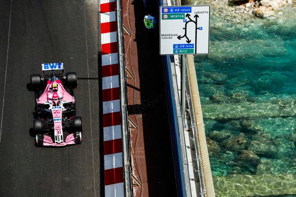 Esteban Ocon, Force India VJM11 Mercedes.