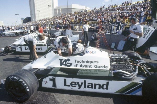 1981 Las Vegas Grand Prix.Caesar's Palace, Las Vegas, Nevada, USA. 15-17 October 1981.Alan Jones (Williams FW07C-Ford Cosworth), 1st position, in the pits.World Copyright: LAT PhotographicRef: 35mm transparency 81LV21