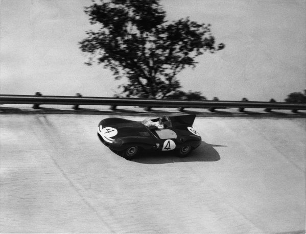 Monza, Italy. 29th June 1957.Jack Fairman, Ecurie Ecosse, Lister Jaguar D-Type, runs high on the banking, as the cars race anti-clockwise around the circuit, action.World Copyright: LAT Photographic.Ref: Autocar Used Pic Pg 788, 15th November 1957.