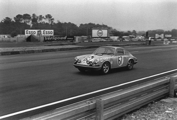 Le Mans, France. 14-15 June 1969.Philippe Farjon/Jacques Dechaumel (Porsche 911S), 14th position, action. World Copyright: LAT Photographic.Ref:  2521 - 27A-28.