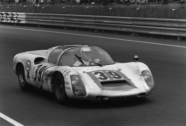 Le Mans, France. 14-15 June 1969.Christian Poirot/Pierre Maublanc (Porsche 910), 9th position, action. World Copyright: LAT Photographic.Ref:  2527 - 41A-42.