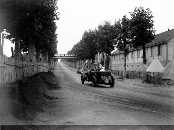 1930 Le Mans 24 hours. Le Mans, France. 21st - 22nd June 1930. Woolf Barnato/Glen Kidston, (Bentley Speed Six), 1st position, action. World Copyright: LAT Photographic. ref: