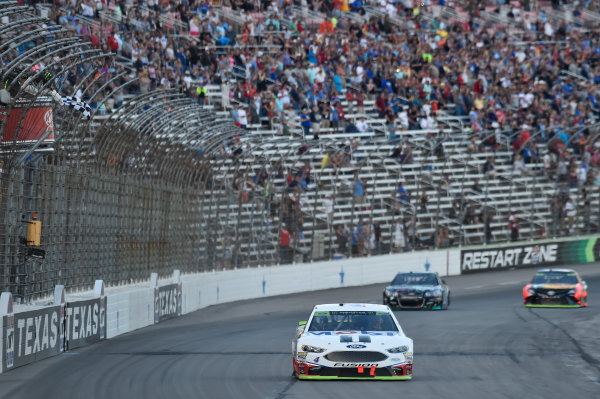 Monster Energy NASCAR Cup Series AAA Texas 500 Texas Motor Speedway Fort Worth, TX USA Sunday 5 November 2017 Kevin Harvick, Stewart-Haas Racing Rodney, Mobil 1 Ford Fusion, crosses the finish line to win in Texas. World Copyright: John K Harrelson LAT Images