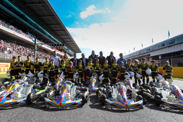 Circuit de Catalunya, Barcelona, Spain. Thursday 11 May 2017. Ross Brawn, Managing Director of Motorsports, FOM, and others with the RACC junior Kart racers.  World Copyright: Dom Romney/LAT Images ref: Digital Image AM1T9869