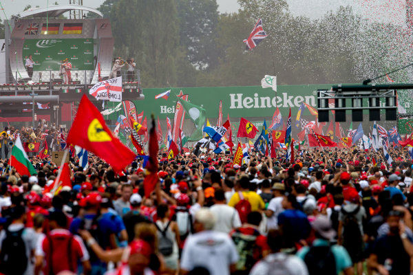 Autodromo Nazionale di Monza, Italy. Sunday 4 September 2016. A huge crowd of fans gather for the podium celebrations. World Copyright: Zak Mauger/LAT Photographic ref: Digital Image _X0W7118
