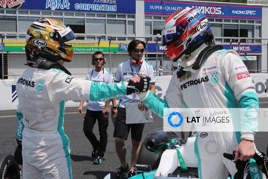 2015 Japanese Formula 3 Championship. Okayama, Japan. 23rd - 24th May 2015. Rd 6 & 7. Rd.7 Winner Kenta Yamashita ( #36 PETRONAS TOM'S F312 ) 2nd position Nick Cassidy ( #37 PETRONAS TOM'S F314 ) parc ferme, portrait World Copyright: Masahide Kamio/LAT Photographic. Ref:  2015JF3_Rd6&7_009