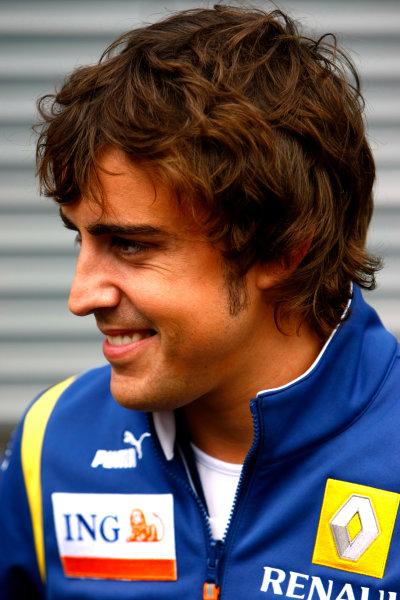 Spa Francorchamps, Spa, Belgium.4th September 2008.Fernando Alonso, Renault R28. Portrait.World Copyright: Charles Coates/LAT Photographicref: Digital Image _26Y3941